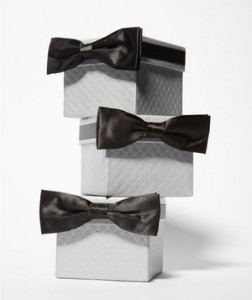 Just like the girls, you've chosen your nearest and dearest to be your groomsmen. Whether it's your big brother or your buddy from the playground days, now's the time to show him how much he means to you. Get inspired by these affordable and creative picks.