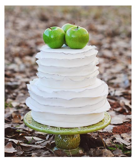 Apple of My Eye At this rustic fete, the trio of green apples is truly the icing on this two-tier cake.
