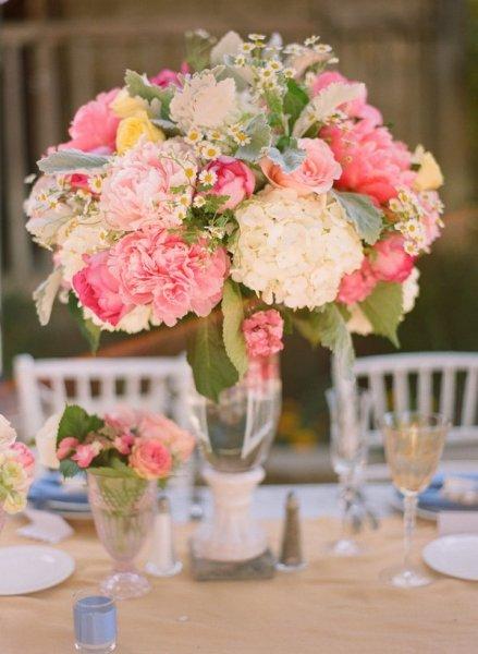 Diy hydrangea spray roses centerpieces