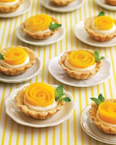 Rose-shaped mango tarts