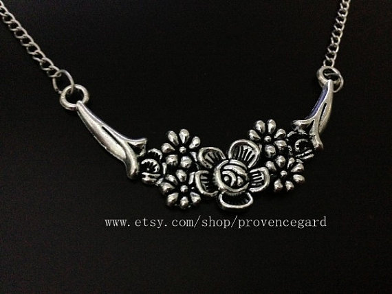 the antique silver flower necklace wedding jewelry