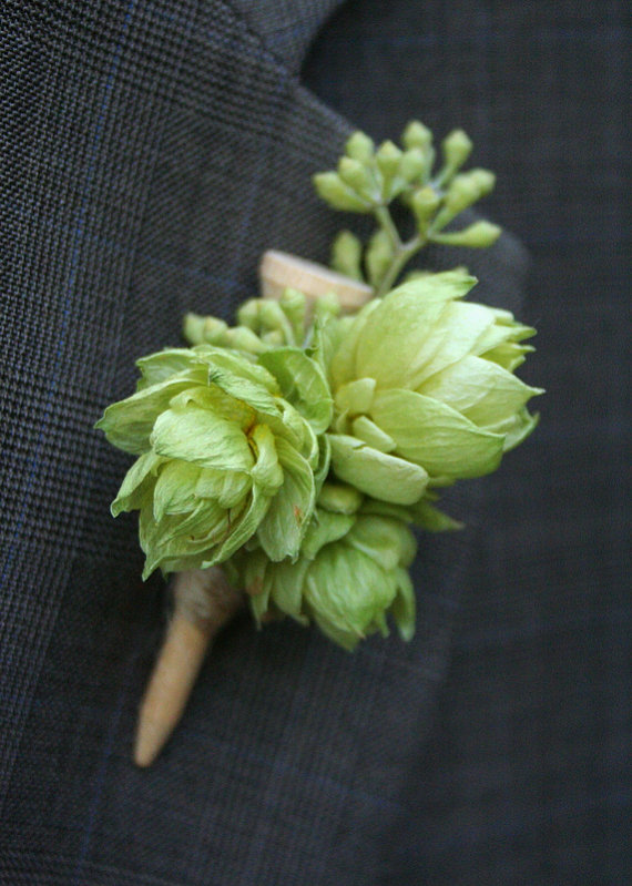Boutonniere made of golf tee and hops.