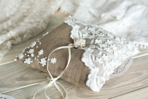 Vintage Wedding ring pillow with lace and pearl / Burlap and white