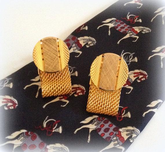 Vintage Mesh Cuff Links – Gold Tone Brushed Gold Disc – Handsome and Vintage