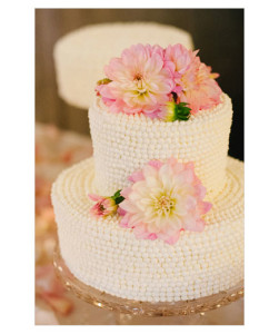 Pearly Whites White isn't quite so plain when it covers the entire cake with a gorgeous pearly texture. For an elegant finishing touch, oversized blooms are the natural pick.