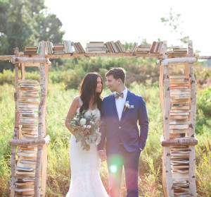 This book ceremony arch is so perfect for a couple of bookworms!
