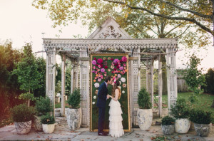 How gorgeous was this framed ombre flower backdrop? Madly in love with it.