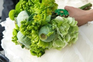 Vintage brooches adorned all the bouquets in this eco-friendly wedding