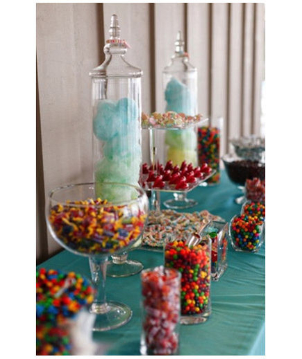 Candy Bar There's no sweeter way to thank your guests than sending them home with a bag full of their favorite candy.