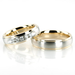 Gorgeous Gold wedding band