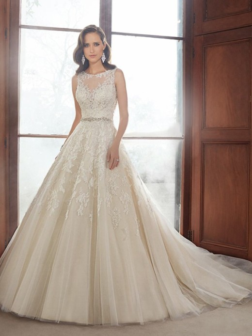 A-Line/Princess Sleeveless Scoop Tulle Applique Cathedral Train Wedding Dresses